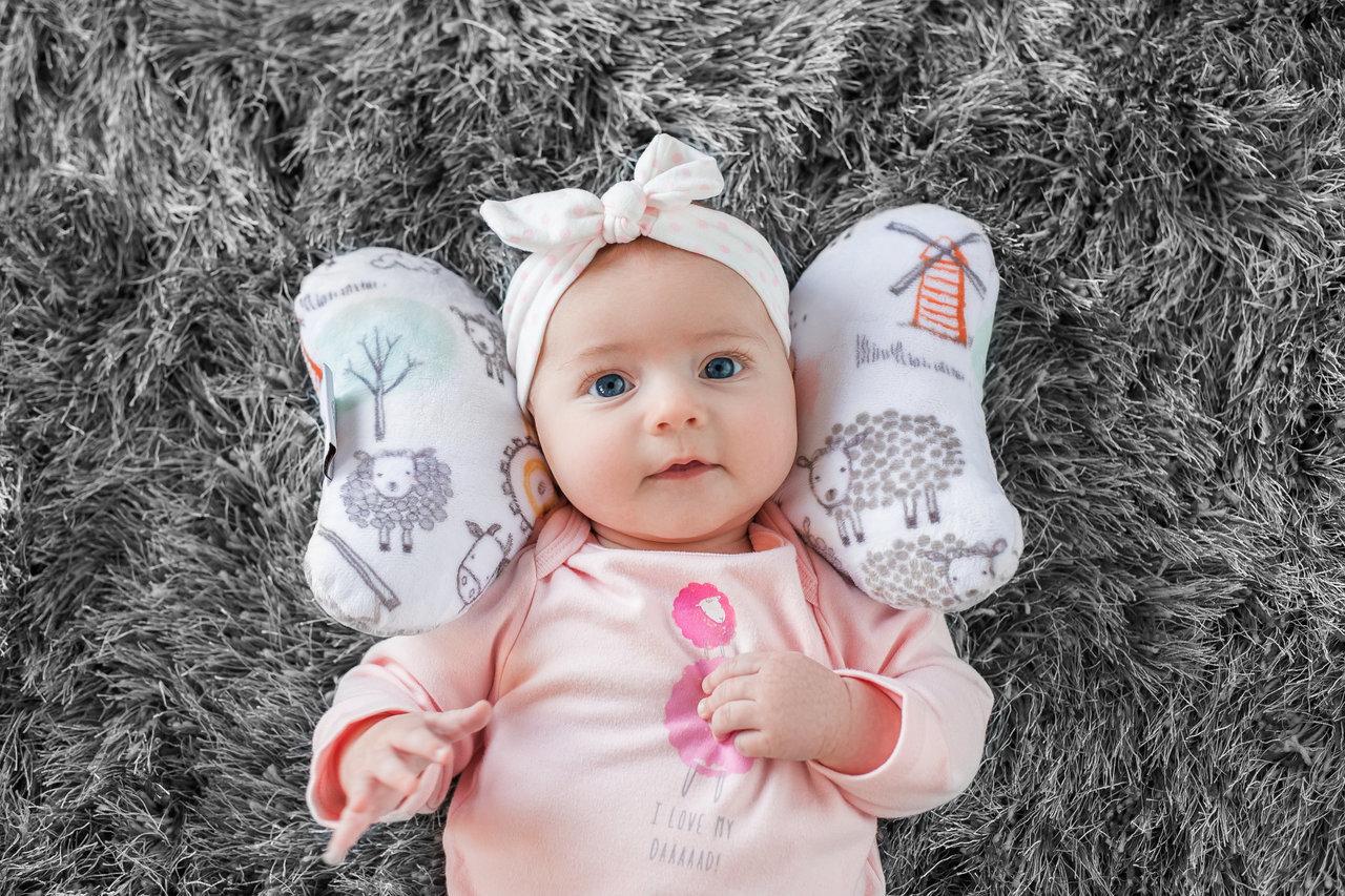 ベビーエレファントイヤー(Baby Elephant Ears)チャイルドシート 首枕装着イメージ